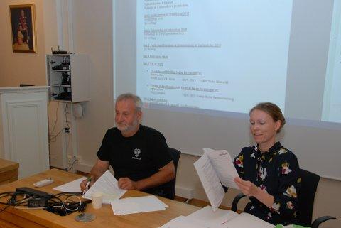 Held årsmøte: Styreleiar Lars Kvissel og dagleg leiar Lise Kopperud i Vestre Slidre frivilligsentral, under årsmøtet som var rett i framkant av kommunestyremøtet sist veke.