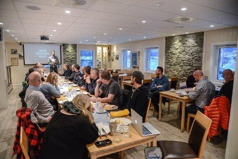 Vang: Næringslivet i Vang står samla om mykje og torsdag var nesten tretti til stade på næringsfrukost hjå Mjøsvang kafe.