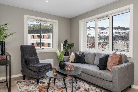 Sentralt: Det er lyse og nyoppussa leiligheter som Espen Hamre kan by på, med utsikt mot Fagernes sentrum.