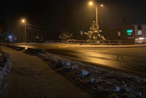 HØY FART: Tobias Jensen er rystet etter at han nesten ble påkjørt her i fotgjengerovergangen på gamleveien ved Kiwi på Tøyenhaugen.