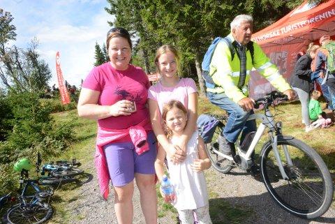 Du kan enten gå eller sykle fra Hakkim og inn  til Råsjøen (Arkivfoto).