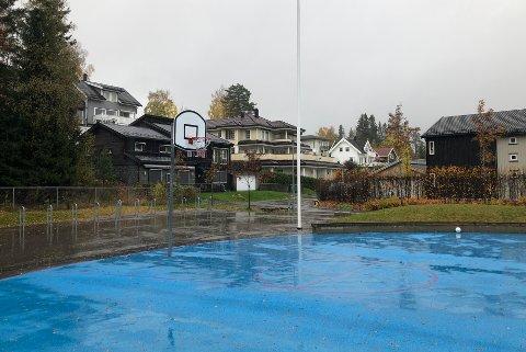 NYTREND:Fra lekeplassen utenfor Sørli skole der det å spille basketball og musikk har fått et voldsomt oppsving i år.