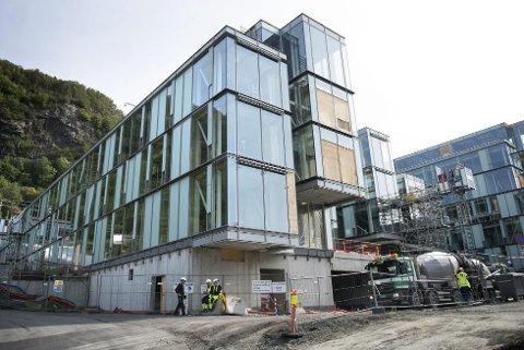 Arbeidet er nå anslagsvis ett år forsinket i forhold til den opprinnelige byggeplanen. (Foto: SKJALG EKELAND)
