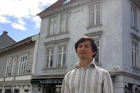 Do Chau Toan driver Bambus Marken. Han advarer andre mot å søke hjelp hos private gjeldsrådgivere og låneformidlere etter at han selv endte med å miste huset og få mer gjeld.
