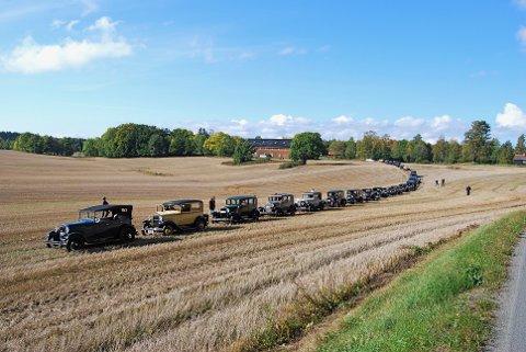Slik så det ut da en rekke A-Ford var samlet på et jorde i Vestby i 2008. Nå blir det en ny anledning til å se disse flotte bilene.