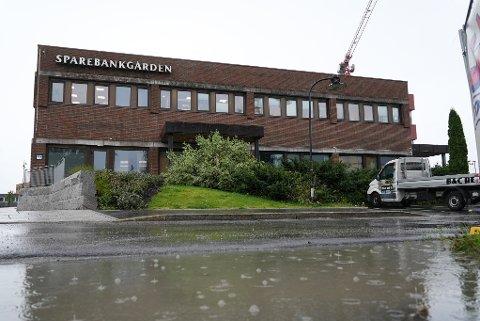 MYE NEDBØR: Det er ventet mye nedbør i Vestby og ellers på Østlandet gjennom torsdagen. Bildet er fra Vestby sentrum torsdag.