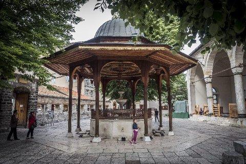 MOSKÉ: Gazi Husrev-beg moskeen i Sarajevo, den største i landet, er bare en av mange eksempler på Bosnia og Hercegovinas rike arkitektoniske og religiøse arv.