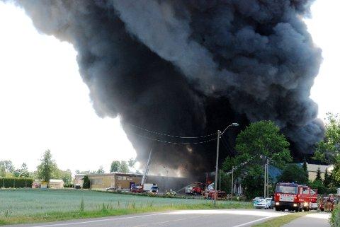 TIL RETTEN: Tingretten har slått sammen to saker om erstatning etter Basa-brannen. Totale krav kan løpe opp i mer enn 50 millioner kroner.