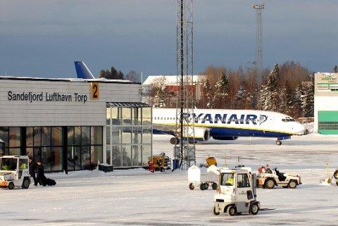 REKORD: Aldri før har så mange passasjerer vært innom Torp i løpet av et år, som i fjor. Foto: Olaf Akselsen