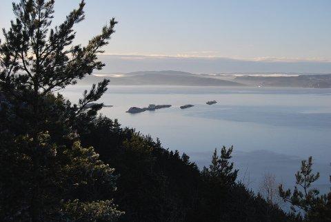 Oslofjorden: Hvis man ønsker Oslofjorden som siste hvilested tillates det å spre aske midtfjords mellom Asker og Steilene. Der er fjorden på sitt bredeste. arkivfoto