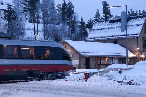 Bommen kjørt ned ved Tolga stasjon natt til lørdag.