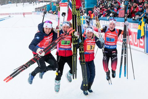 Synnøve Solemdal, Ingrid Landmark Tandrevold, Tiril Eckhoff og Marte Olsbu Røiseland vant nok en stafett i verdenscupen. Foto: Lise Åserud / NTB scanpix