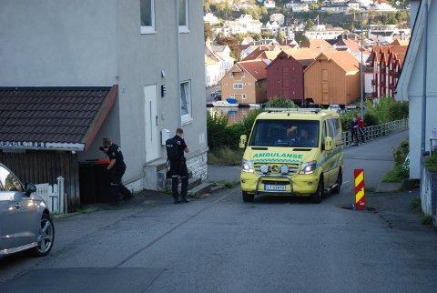 BEVÆPNET: Politiet bevæpnet seg søndag ettermiddag i forbindelse med pågripelsen av en mannsperson i Kleivan i Flekkefjord.