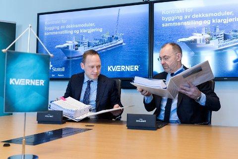 Kværner signerte i vinter en kontrakt med Equinor for leveransen av modulene til plattformdekket til produksjonsskipet for det gigantiske Johan Castberg-feltet i Barentshavet. Equinor Torger Rød (t.v.) og Jan Arve Haugan fra Kværner signerte kontraktene. Foto: Gorm Kallestad / NTB scanpix