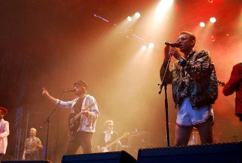 Fra konserten på Bygdalarm hvor Håkon Njøten (t.h.) spilte med Fagernes Yacht Club.