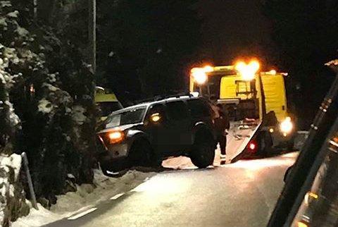 Bilen fikk skader og måtte hentes av bergingsbil.