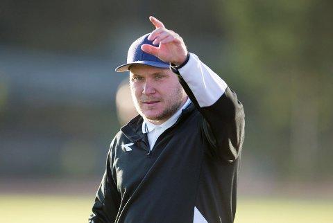 Steffen Landro signerte onsdag for to nye år som trener i Nest-Sotra.
