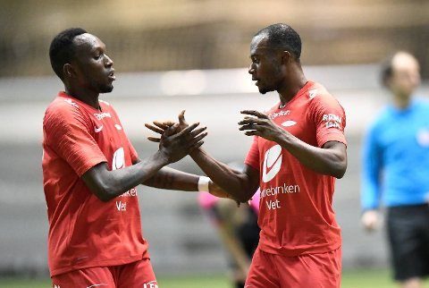 Gilbert Koomson (t.h.) scoret to, begge assistert av Daouda Bamba, da Brann slo Nest 2-1 i årets første treningskamp.