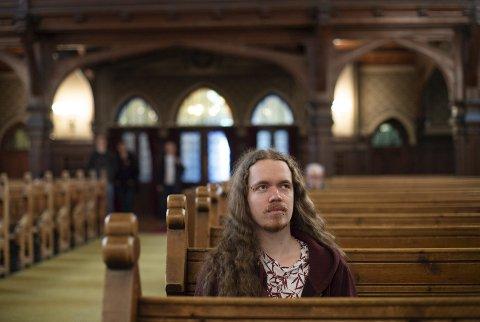 Bjarne Rognsvåg (25) har selv opplevd sterke negative følelser knyttet til foreningen av å være skeiv og kristen. Nå ønsker han å komme i dialog med dem som ikke aksepterer ham.