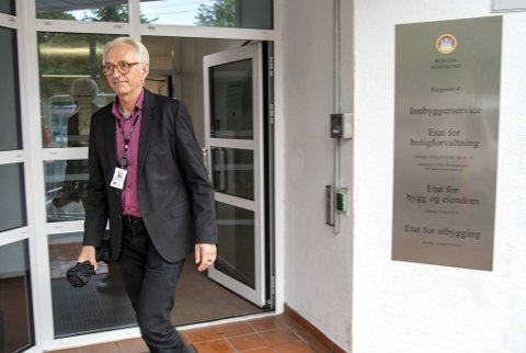 Kommunaldirektør Kjell Wolff synes det er alvorlig at flere av de smittede har høy alder.