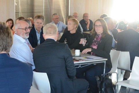 Randabergordfører Kristine Enger (til høyre) advarte på Tungenesmøtet sist uke om at matjorda i den grønne landsbyen minker. Matjorda i Randaberg utgjør ikke lenger 65 prosent av det totale arealet i landsbyen.