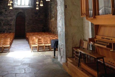 Orgelet i Utstein kloster skal byttes ut, og Rennesøy kyrkjelege fellesråd fikk nylig en god start i arbeidet med en gave på 500.000 kroner fra Sparebankstiftelsen SR-bank.