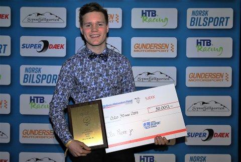 FIKK PRIS: Ola Nore Jr. ble tildelt Greta Molanders fond på 50.000 kroner under motorsportgallaen lørdag kveld.