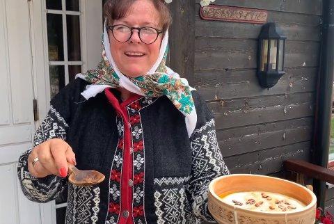 MEST KJENT FOR RØMMEGRØTEN: Mona Olsens video, der hun er utkledd som «Kjerringa med staven», er nå blitt sett av 15.000.