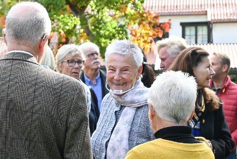 OPPLAGT: Torsdag ble Tone Sinding Steinsviks 80-årsdag feiret med en mottagelse i Glasshytten. Jubilanten selv hilste de rundt 100 gjestene velopplagt velkommen.