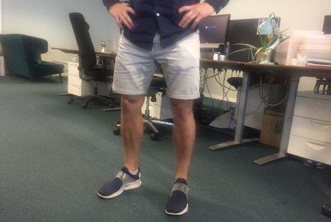 IKKE GREIT: Shorts er et naturlig klesvalg i varmen. Men ifølge en britisk undersøkelse synes ikke folk det er et akseptabelt klesplagg på kontoret.