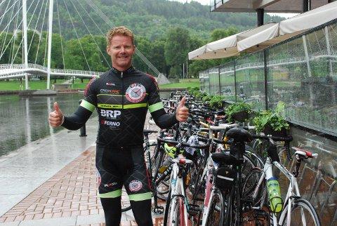 VISER FRAM NORGE: Eric Berglund fra turoperatøren Expa har benyttet muligheten til å vise fram Norges beste sider.