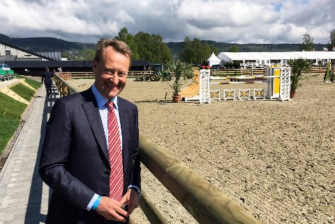 VIL OVERTA: Bjørn Rune Gjelsten har gitt flere millioner kroner til rideanlegget på Linnesvollen. Nå vil han overta hele anlegget.
