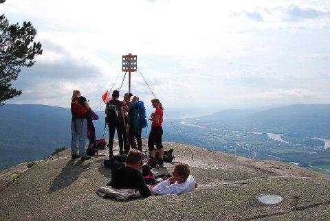 Det er viktig å ta en liten pause for å nyte utsikten på toppene.