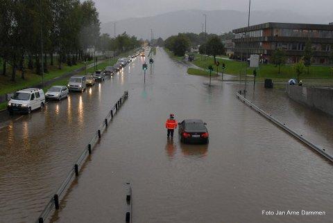 MYE REGN: Tirsdag kveld er det ventet enorme mengder nedbør i Drammensdistriktet.
