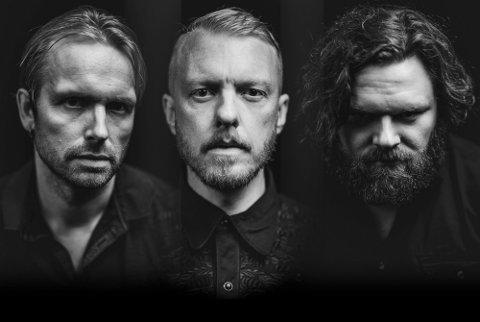 Skambankt trioen Terje Winterstø Røthing, Hans Egil Løe Abelsnes og Jonny Engelsvold skal fremføre akustiske låter, tett på publikum 12. august.