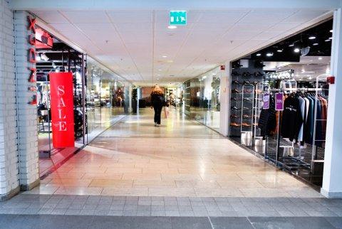 Regjeringen har gitt klarsignal om at kjøpesentrene kan åpne igjen.