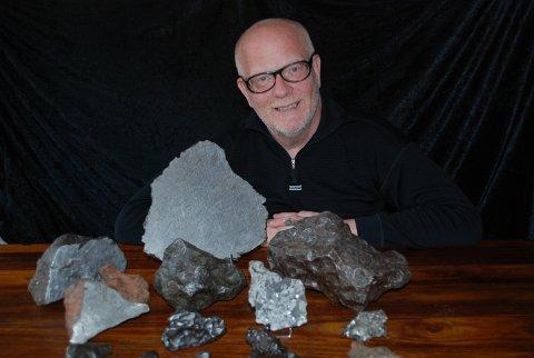 STOR TRYKK: Morten Bilet i Norsk Meteornettverk får hauger av meldinger fra folk som tror de har funnet meteoritten. Foto: Norsk Meteornettverk / NTB