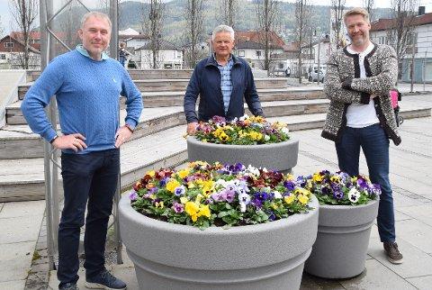- Ta kontakt: Frank Y. Grøstad (t.v.) fra Solbergmoen, Janos Major (midten) fra Krokstadelva og Einar Bassøe (47) fra Mjøndalen leder hvert sitt nærutvalg i gamle Nedre Eiker. De ønsker at befolkningen tar kontakt.