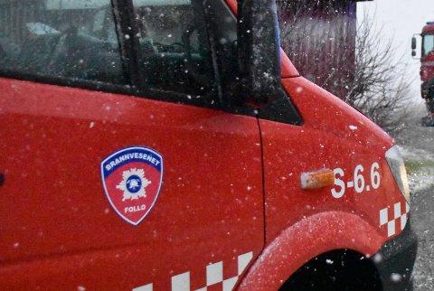 Follo Brannvesen måtte i kveld slokke en brann i en bil i Enebakk.