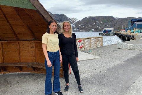 """KLAR FOR HELG: Marianne Berg og Marte Gabrielsen i Visit Nordkapp håper mange vil være med å utforske øya på en """"ny"""" måte."""