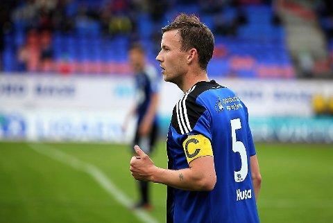 AKTUELL: Signaturen til Christer Husa (32) er den viktigaste den nye trenaren i Florø Fotball skal sikre seg.