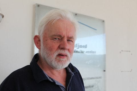 STORT VOLUM: Smittevernoverlege i Kinn, Jan Helge Dale fortel av dei tre nye smitta i Kinn er to av dei knytt til kvar sin skule. – Det fører til at mange blir råka.