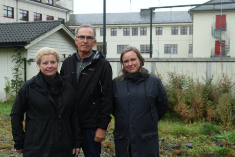 NØKKELPERSONAR: F.v. Anita Solbakken, prosjektleiar for utbygging av sjukehuset til eldrebustader, Per Arne Solheim, prosjektleiar for bygging av ny gymsal og Marianne Grytten, prosjektleiar for reguleringsplanen for området.