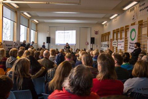 Talsperson for Vevring og Førdefjorden Miljøgruppe, Anne-Line Thingnes Førsund var protestfestleiar.