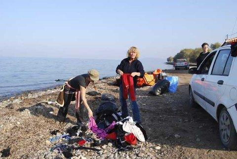 dirty girls: Alison Terry-Evans (i midten) har besøkt Lesvos ofte de siste åtte årene. Da flyktningestrømmen økte betydelig på sensommeren, besluttet hun å stifte Dirty Girls of Lesvos.