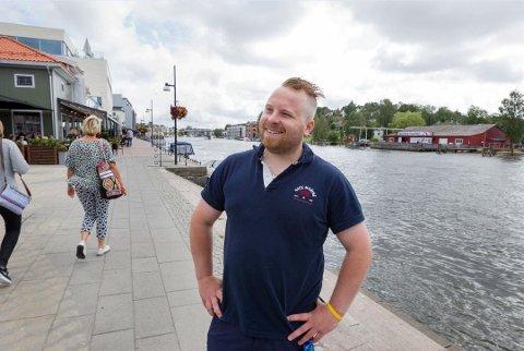 Marius Lindemark vil gjerne ha oppdrag i ferien.