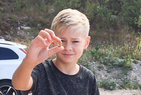 Jeg fant, jeg fant: Jonas Brønn Valan (13) fant betalingsring i gull fra folkevandringstiden med metallsøker.