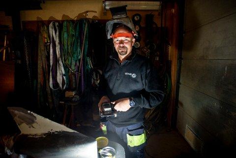 GIR SEG IKKE: Alle strømbruddene på Hvaler har kostet Lars Egil Lande mye penger. Likevel nekter han å flytte, og vil i stedet investere i et stort aggregat.