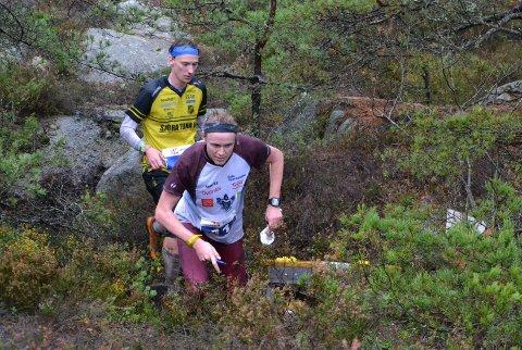 Vinner Jon Aukust Osmoen (fremst) og Emil Svensk fulgte hverandre gjennom hele den siste lange runden.
