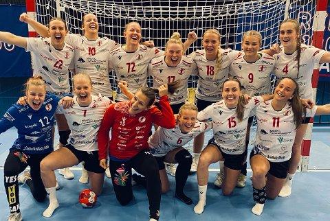 Her feirer FBK-jentene at de er klare for semifinalen etter triumfen i Trondheim sent onsdag kveld,